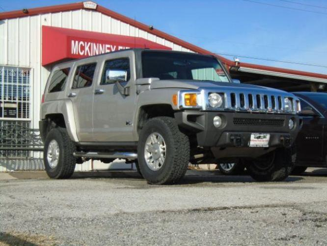 2006 Boulder Gray Metalli /Ebony Cloth Interior Hummer H3 Sport Utility (5GTDN136168) with an 3.5L L5 DOHC 20V engine, located at 900 South McDonald Street, McKinney, TX, 75069, (972) 529-2992, 33.189335, -96.613403 - Photo #0