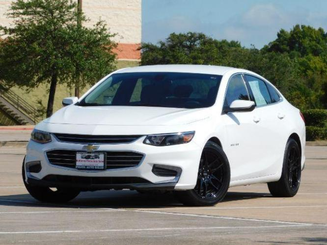 2018 White /black cloth Chevrolet Malibu LT (1G1ZD5ST7JF) with an 1.5L L4 DOHC 16V engine, 6-Speed Automatic transmission, located at 900 South McDonald Street, McKinney, TX, 75069, (972) 529-2992, 33.189335, -96.613403 - Photo #0